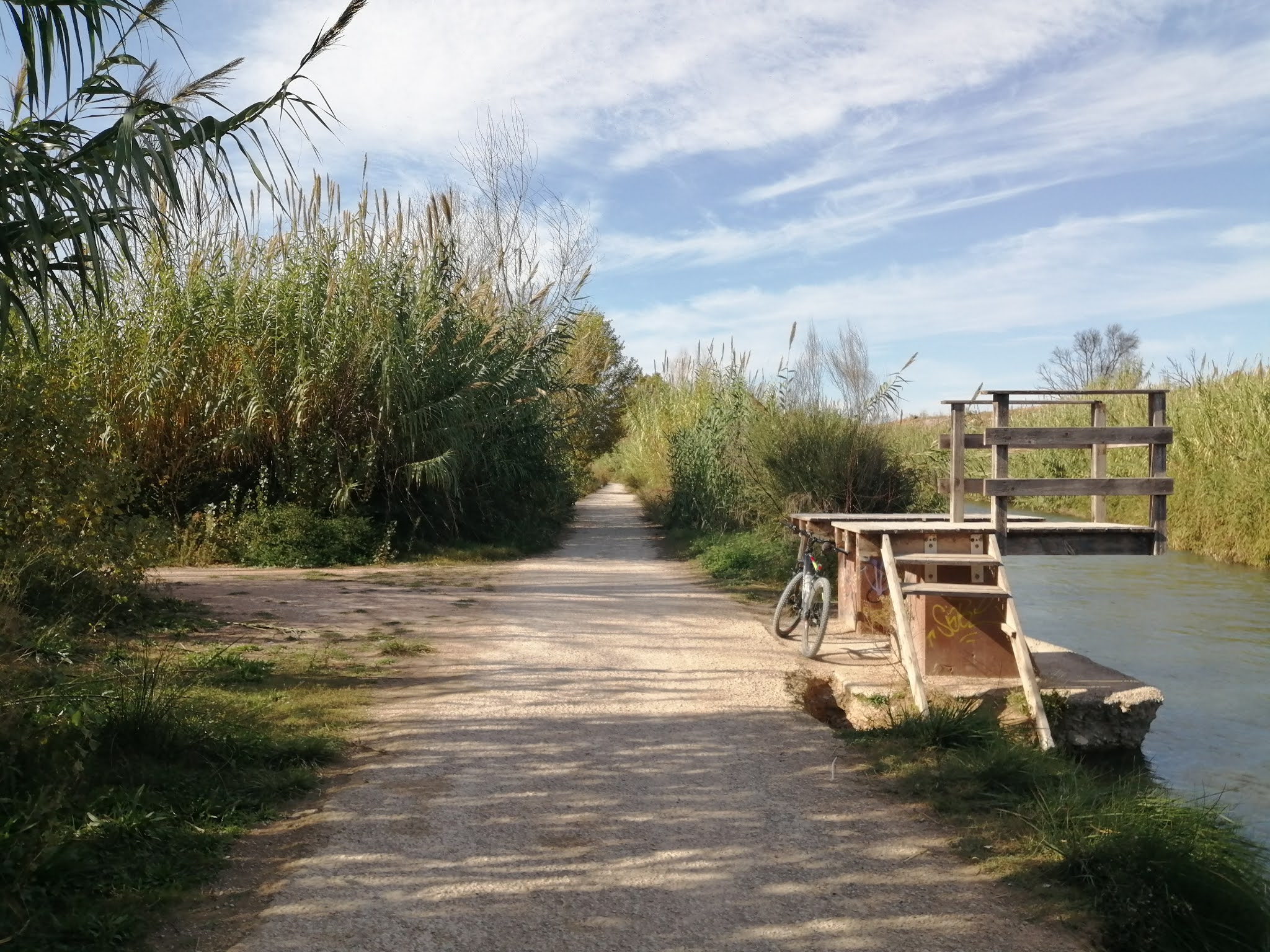 River Turia Natural Park Trail between Ribarroja and Vilamarxante, Valencia