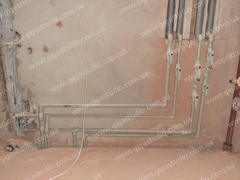 Смонтированная симтема отопления из полипропиленовых труб