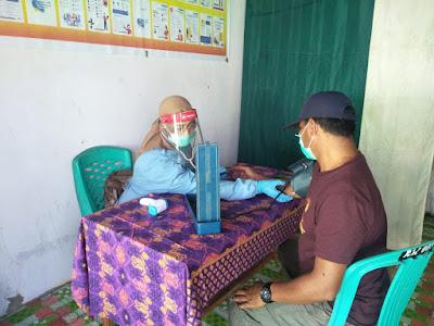 Bidan Desa di Sumbawa Keliling Kampung Sebab Pandemi Covid-19