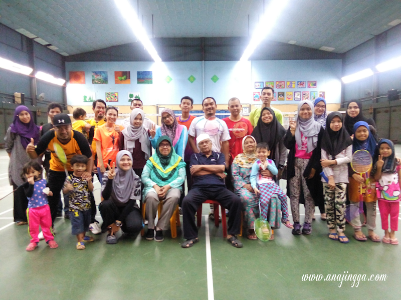 Cucu Opah Kita Main Badminton Penuh Kasih Sayang
