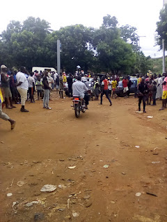 Société: Kindia, l'Ex Ministre Oyé Guilavogui empêché par un groupe de jeunes d'accédé à la mosquée de Friaguiagbé 4