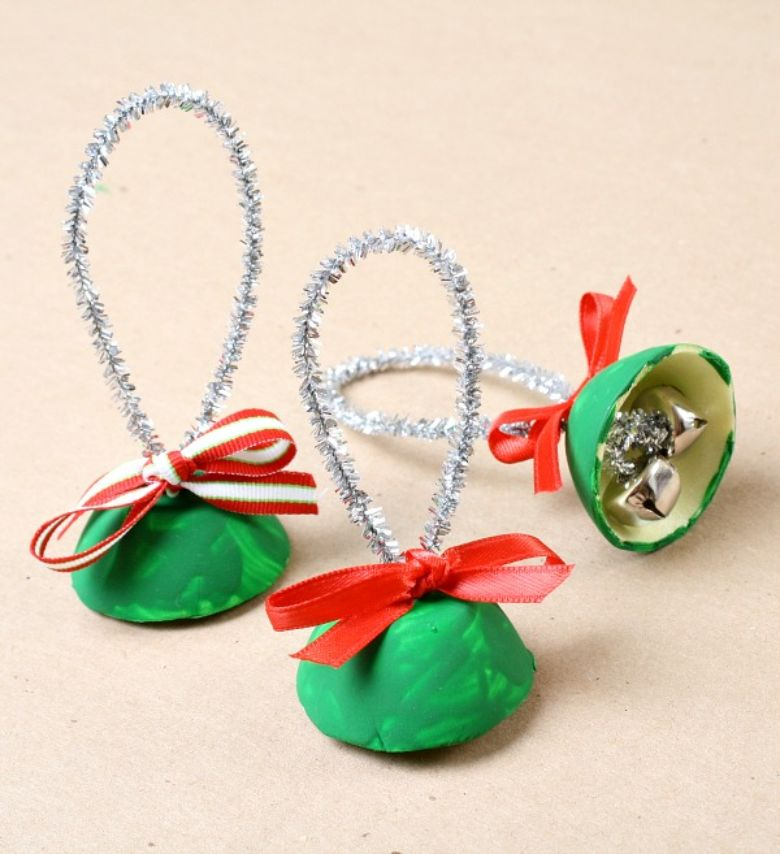 Egg carton jingle bells Christmas craft for toddlers and preschoolers