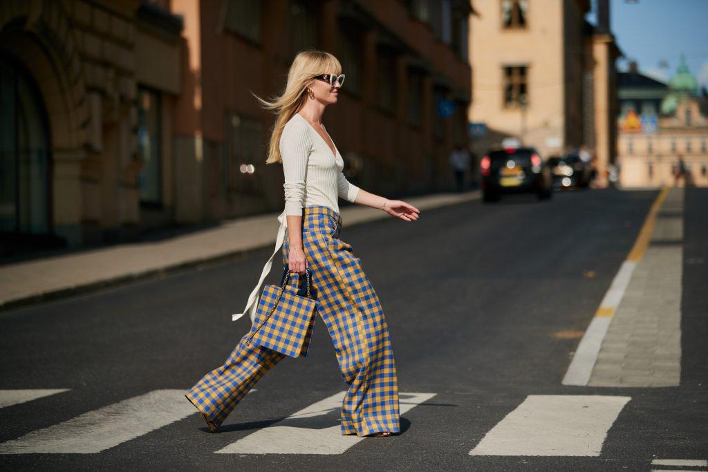 Hãy chọn quần áo chống tia UV thông minh để thỏa sức với những hoạt động ngoài trời