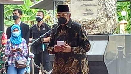 SBY beri sambutan dalam acara prosesi pemakaman
