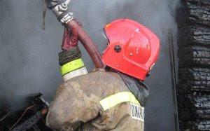 В результате пожара на площади 10 кв. м повреждена внутренняя обшивка помещения в частном производственном здании.