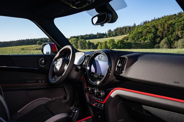 MINI Countryman JCW 2021 nâng cấp cảm giác lái thể thao hơn