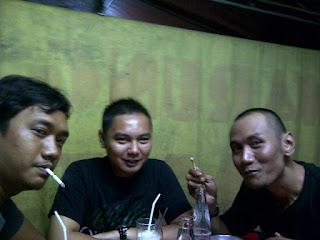 Bro Amar, Cecen Core, & Bro Yayan di Roti Bakar Tampomas
