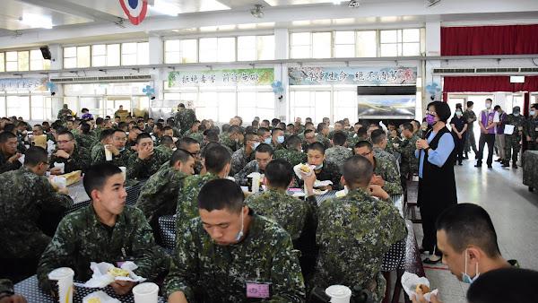 王惠美關心縣籍子弟兵 前往嘉義中坑營區探視役男