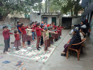 Jaunpur  प्रतिदिन स्कूल जाने वाले बच्चों को डीडीएस ने किया सम्मानित