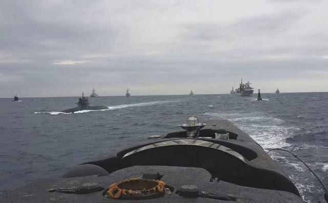 U212A de la Marina Militare italiana fotografiado desde la vela del 'Mistral'. Foto - Armada Española