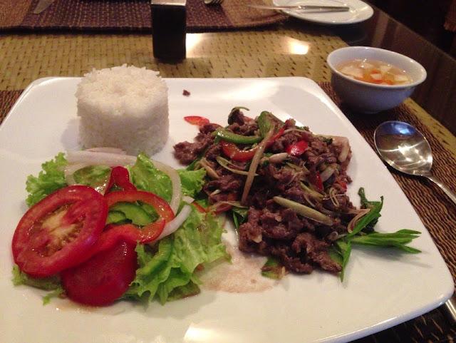 stir-beefwithlemongrass-aulacclub-hanoi オーラッククラブの牛肉とレモングラス炒め