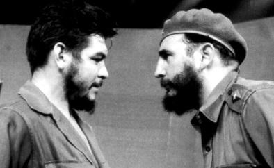 Foto de Fidel Castro frente al Che Guevara