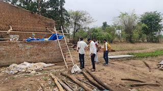 लगातार दूसरे दिन भी बारिश और आंधी ने ढहाया कहर, कई मकानों की चद्दरे उडी हुए क्षतिग्रस्त