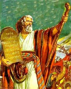 Imagen de Moisés sosteniendo los 10 Mandamientos a color