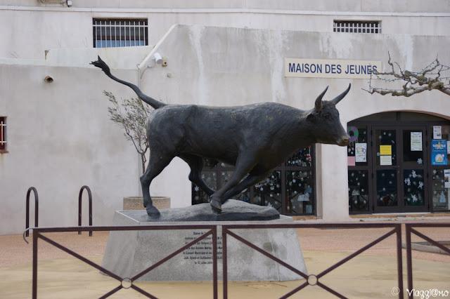 Statua del toro simbolo della Camargue