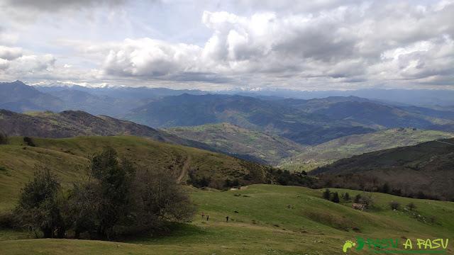 Subiendo de la Campa Gües al Pico Texu