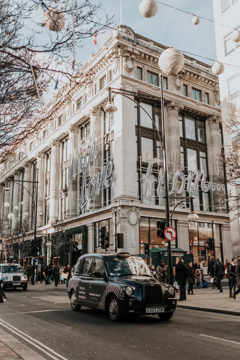 Weekday Wanderlust: Christmastime in London