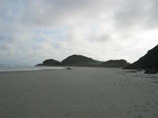 como é a praia na Ilha do Mel