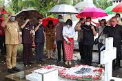 Sambut HUT ke-56 Sulut, Gubernur Olly Ziarah ke Makam CJ Rantung dan HV Worang