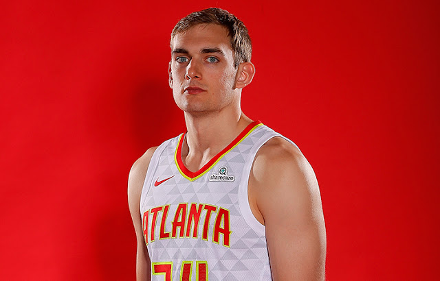 Hawks Menandatangani Kontrak Dua Arah Tyler Cavanaugh
