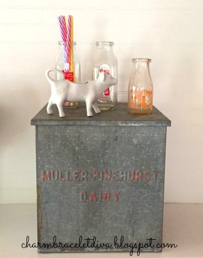 Vintage galvanized Muller-Pinehurst Dairy milk box