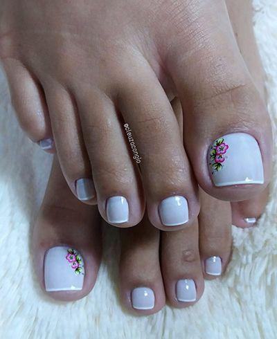 decoração de unhas dos pés com flor