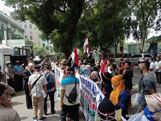 Warga Kecamatan Dolok Paluta Demo: 75 Tahun Indonesia Merdeka Namun Jalan Rusak Parah