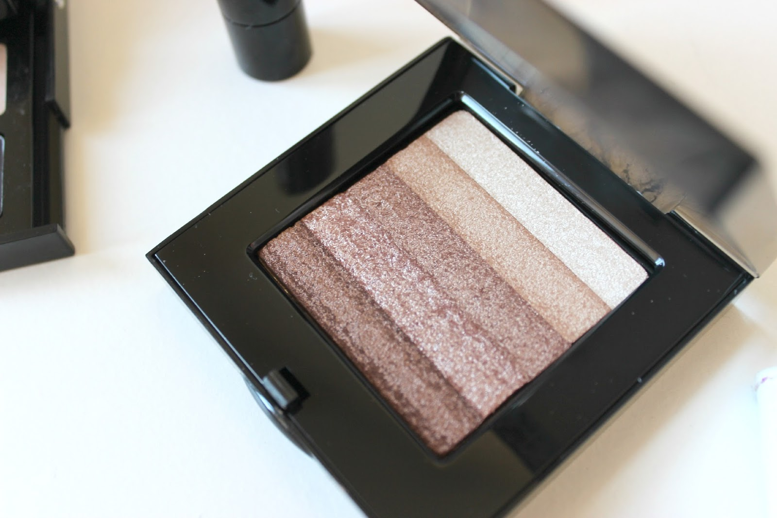 A picture of the Bobbi Brown Sandstone Shimmer Brick