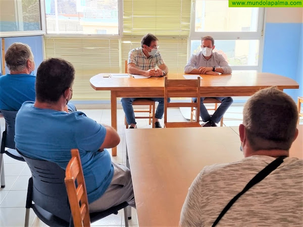 El Cabildo reforzará la cooperación con los pescadores de La Palma ante las dificultades que atraviesa el sector