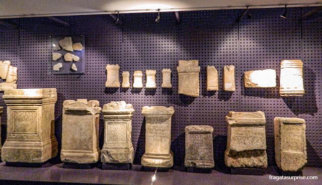 Lápides e marcos miliários da Coleção Romana do Museu de Arqueologia de Lisboa