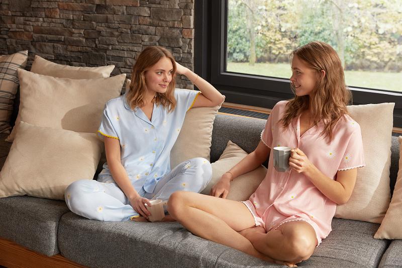 Pandemide pijamalar renklendi
