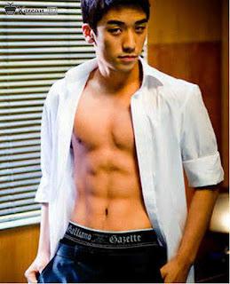 Foto ABS Seungri Big Bang - Gambar perut Sixpack member Bigbang