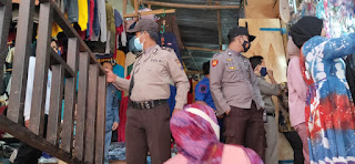 Cegah Kriminalitas Jelang Lebaran, Bhabinkamtibmas Polsek Alla Sambangi Pasar Sudu
