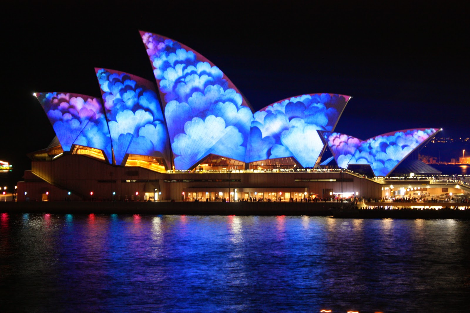 Sydney city and suburbs sydney opera house vivid sydney for Sydney opera housse