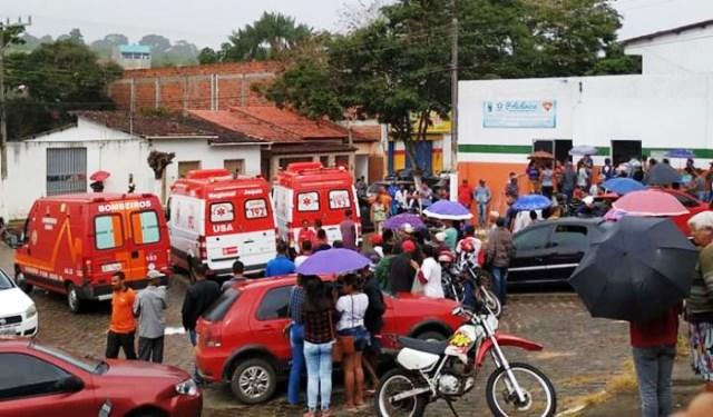 Caminhão que transportava feirantes tomba e deixa mais de 15 feridos, Apuarema