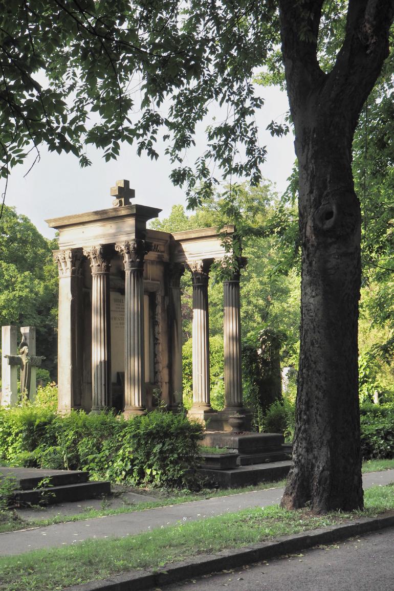 Monument funéraire dans le cimetière de Kerepesi à Budapest