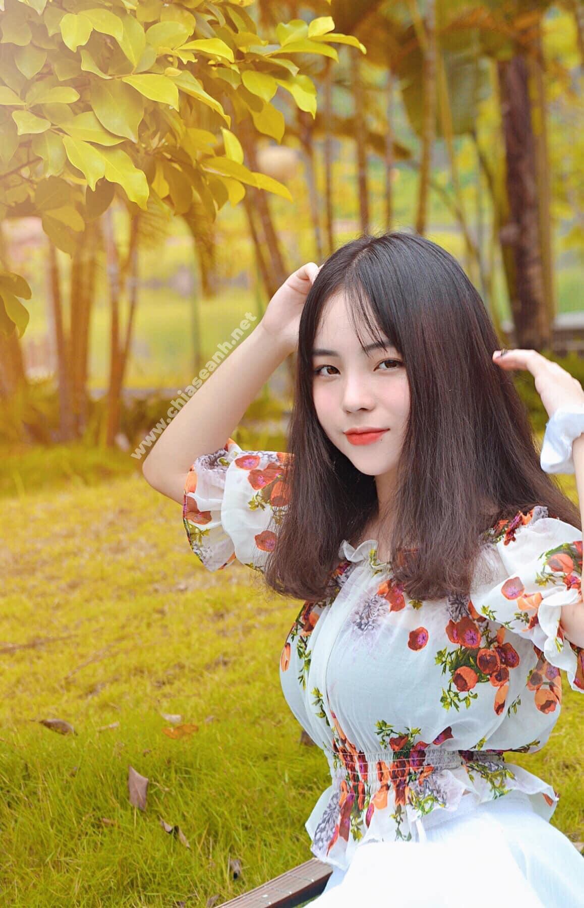 Cô gái 1m52 với vẻ đẹp trong trẻo cùng 'tâm hồn' quyến rũ  - Nguyễn Vương Anh