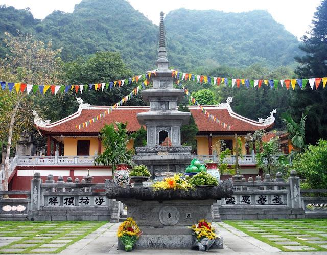 gac chuong perfume pagoda vietnam