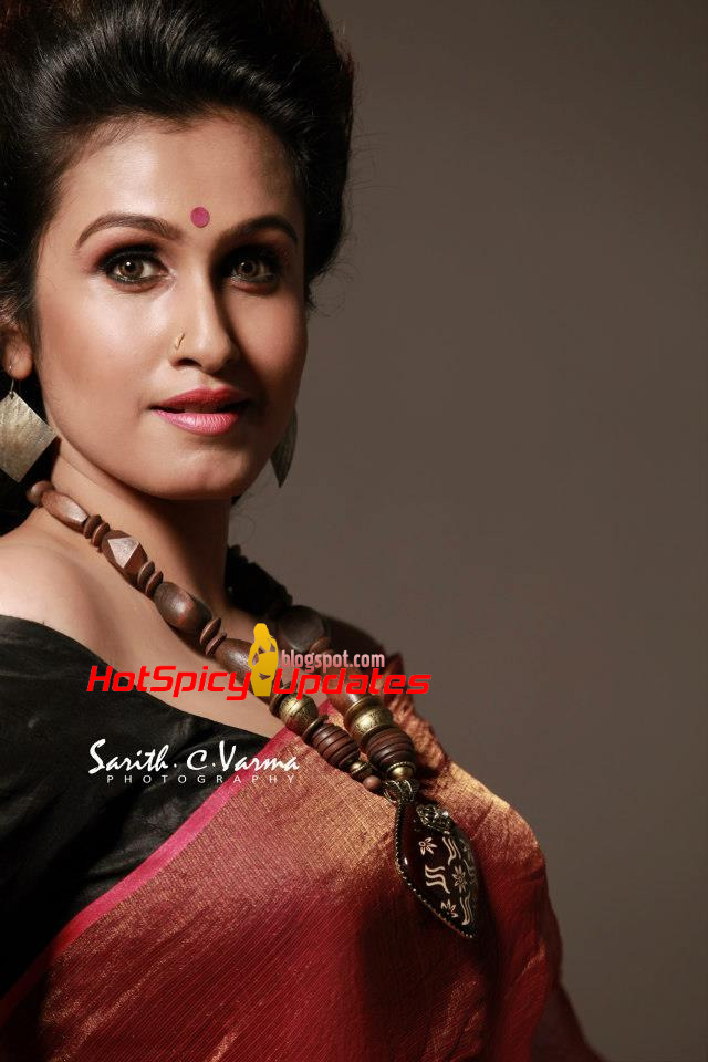 Malayalam actress ranjini hot unseen boobs squeezed - 2 3