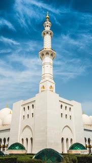 wallpaper masjid menara tinggi menjelang ramadhan