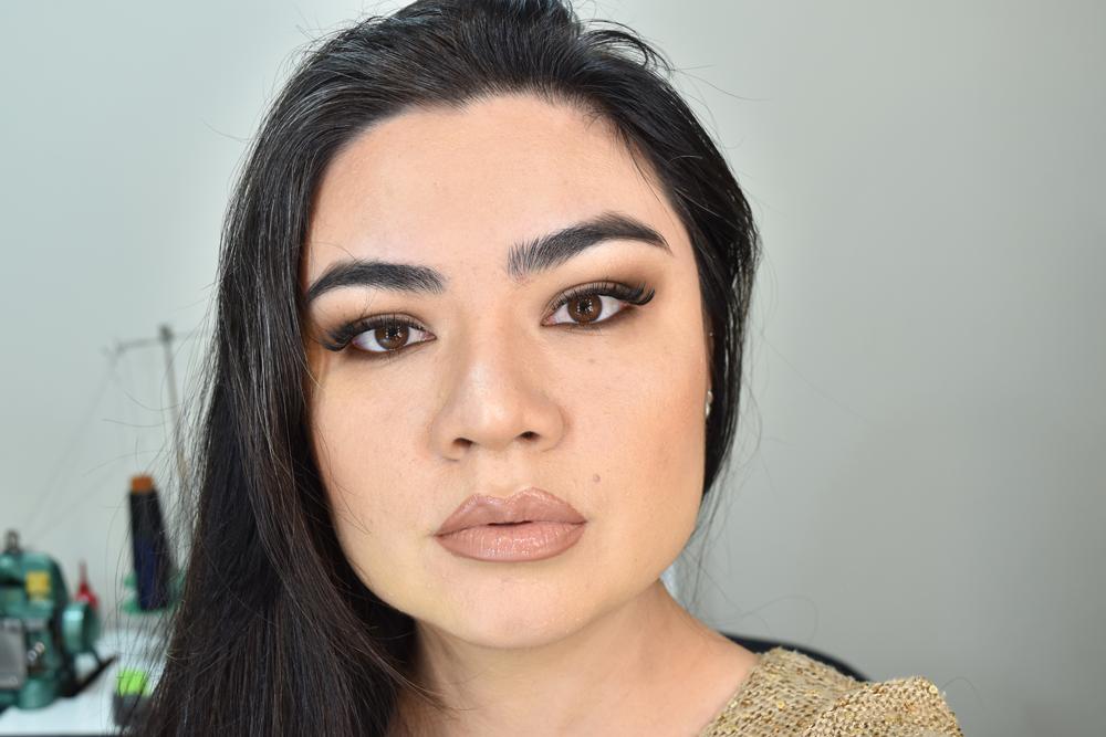 Maquiagem com uma sombra marrom esfumada perfeita por Amanda Hossoi