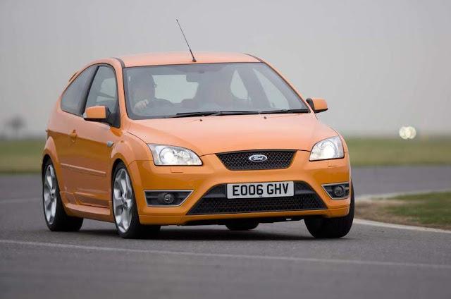 【鍵盤車訊】樸實無華,但熱血的性能鋼砲 --- Ford Focus ST225 - 吸睛的橘色是車系代表色