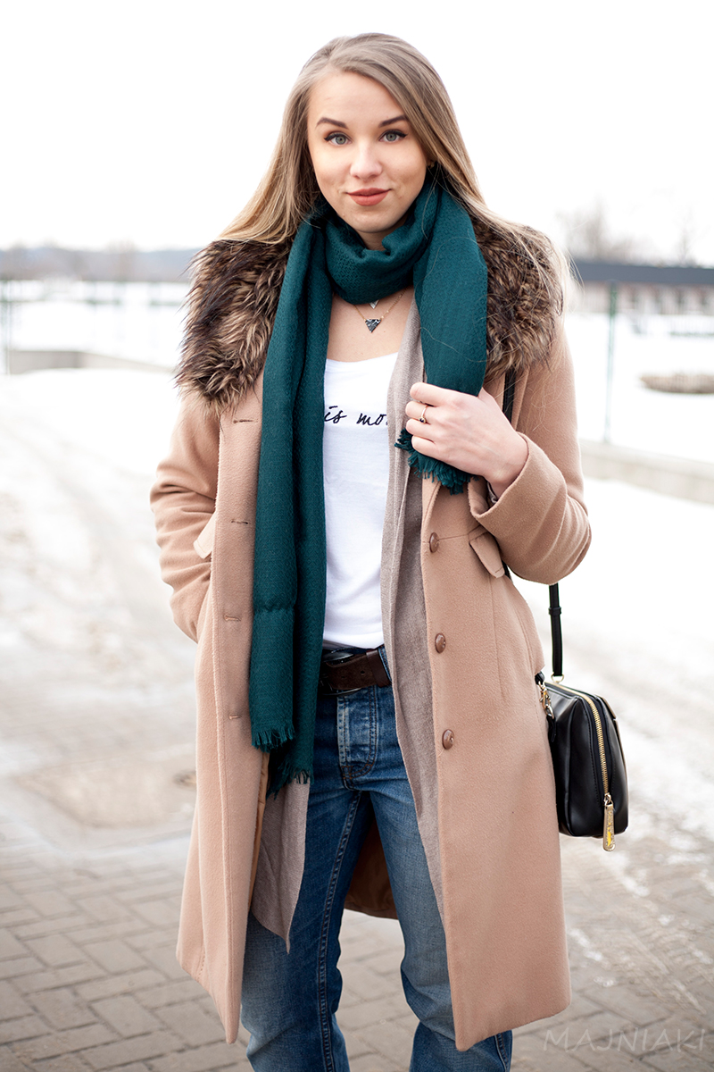 Street style loose look with smart coat and boyfriend jeans