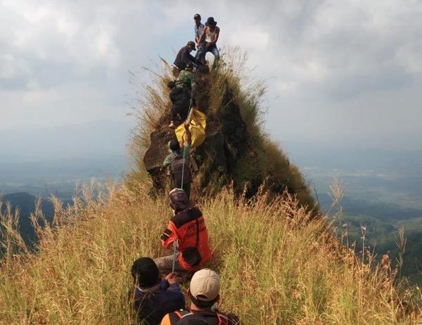 Foto evakuasi Thoriq di Gunung Piramid