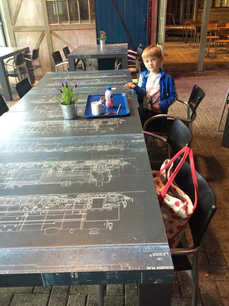 De eerste opdracht die ik heb uitgevoerd was: 'Maak een uitstapje met je kinderen'. Afgelopen dinsdag ben ik met Ewan en Kate naar het Spoorwegmuseum geweest.