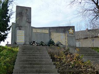 Голубине. Свалявський р-н; Закарпатська обл. Пам'ятний знак воїнам-односельчанам