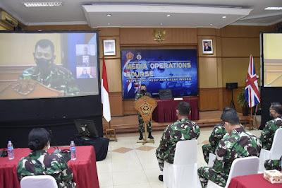Kerjasama Dengan Kedubes Inggris, Puspen TNI Gelar Media Operations Course