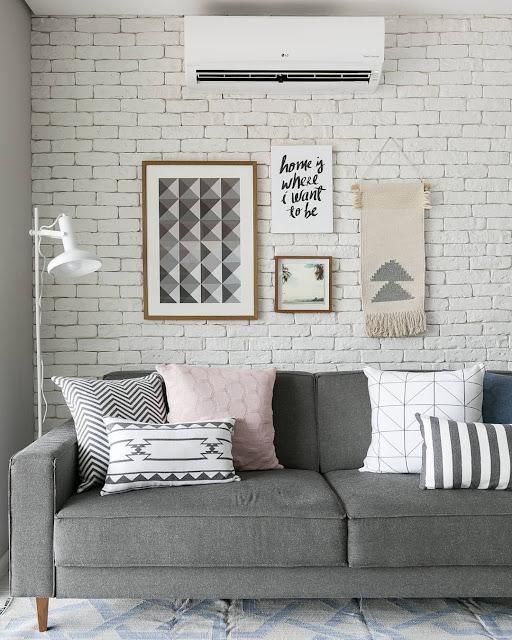 Wallpaper Dinding Ruang Tamu Minimalis Motif Batu Bata Terbaru