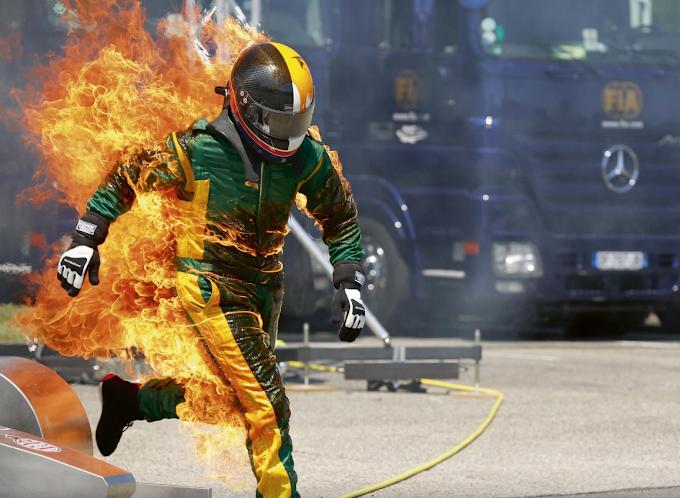 FIA wzmacnia kombinezony w Formule 1