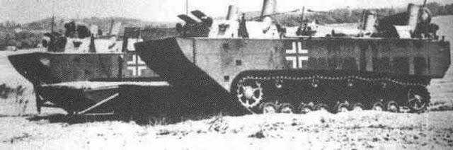 Два опытных образца Panzerfähre, 1942 год